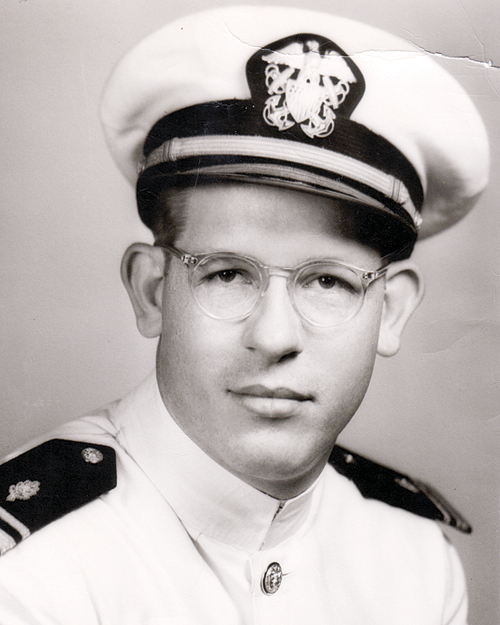 Eskelson joined the U.S. Navy in 1953, and was involved in the early years of the space program.