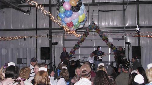 phmknewyear balloon dancing p2