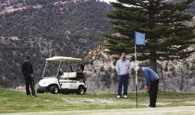 Golfers able to brave the cold for tourney