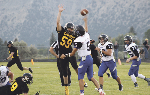 b phmkfball eli newman blocking pass
